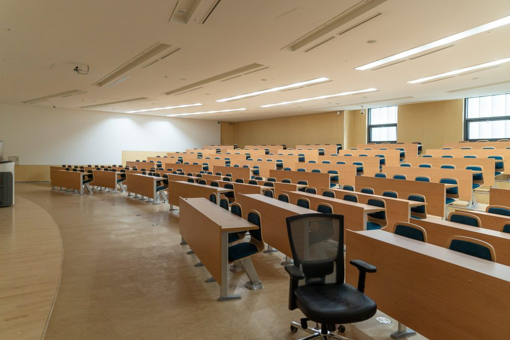 A picture of an empty lecture classroom.